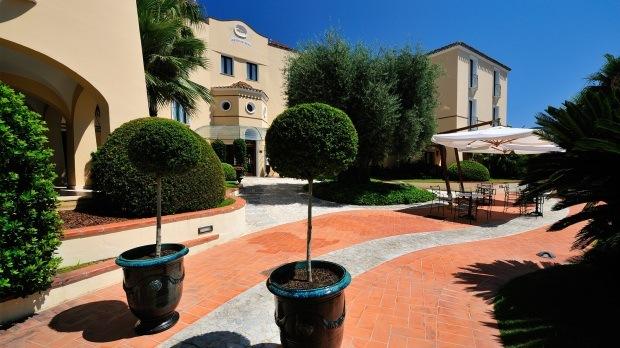 hotel-arbatasar-arbatax_esterni-giardino-1-620x348