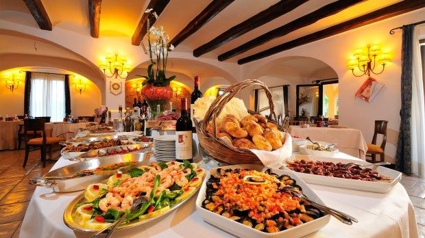 hotel-arbatasar-arbatax_ristorantesala-interna-6-620x348